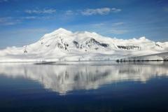 CIMG1405-Antartide-Wieneke-riflesso-montagna-rid