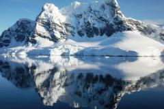 CIMG1521-Antartide-Whilhemina-Montagna-riflessa-rid